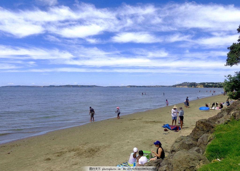 新西兰海滨风景 蓝天 白云 远山 大海 海水 海浪 海滩 绿树 绿地 草地