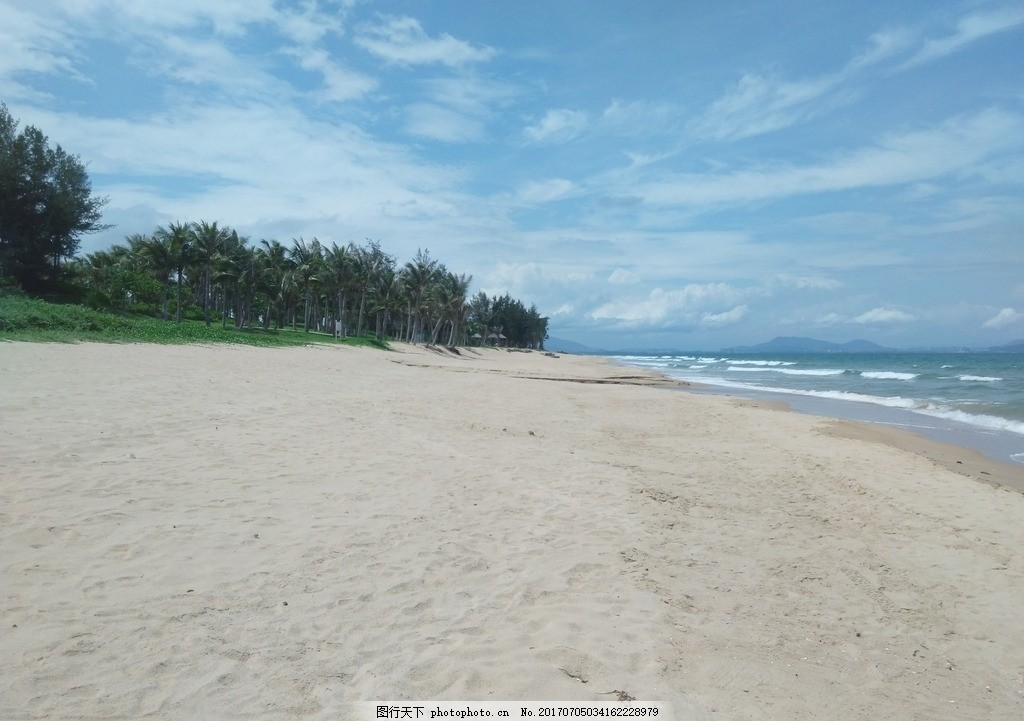 绿色海水 蓝色海水 干净的海水 三亚旅游 海浪 干净的海边 椰树 椰林