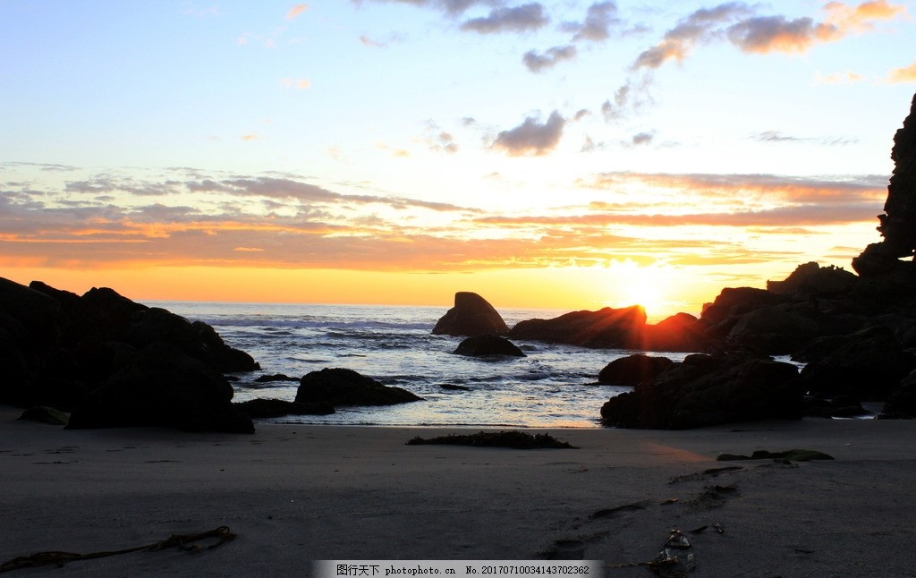 海边夕阳唯美风景 唯美夕阳 海滩 礁石 天空 云朵 云彩 彩霞