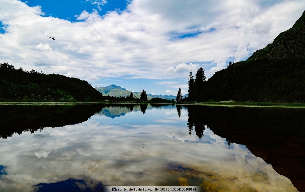 唯美湖泊山水倒影