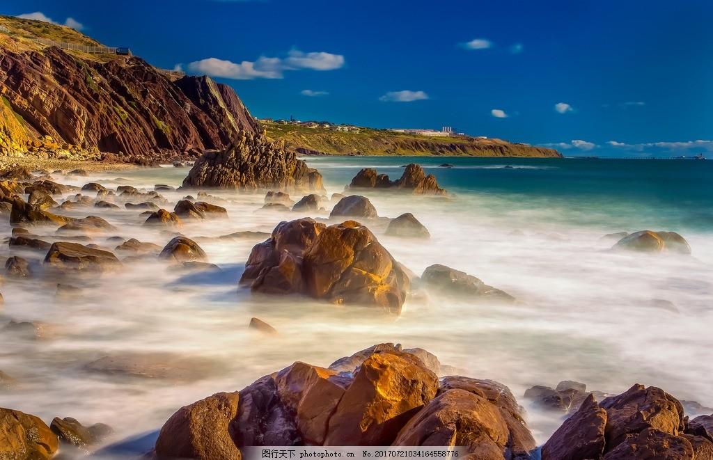海边 蓝天 白云 石头 高山 小镇 大海 云雾 风景如画 摄影