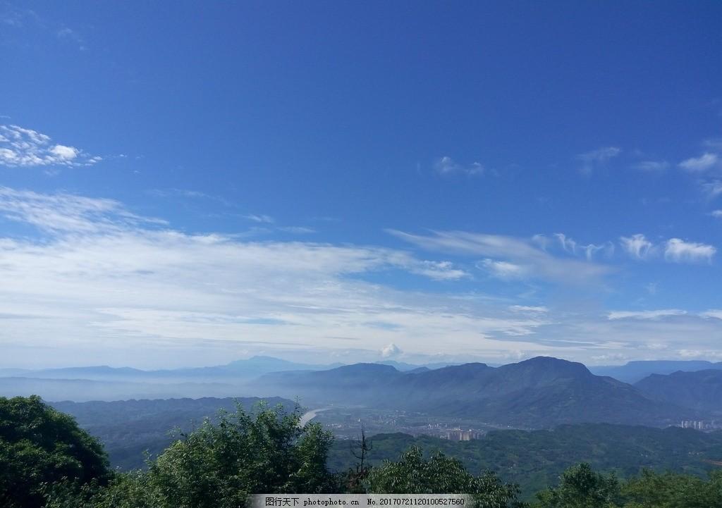 蓝天白云 云朵 天空 远山 树林 森林 高山 山脉 沿途风景 摄影