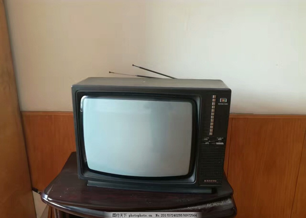 老电视 黑白电视 黑白画面 旧电视机 带天线 摄影 生活素材