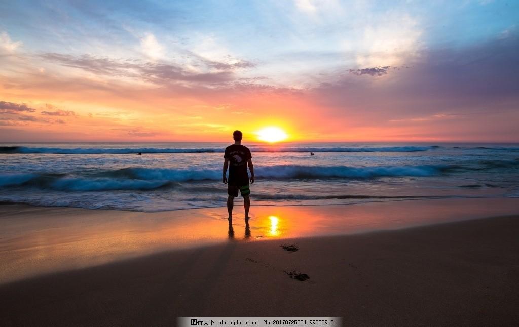 海边远眺夕阳的人 远眺 看夕阳 看日落的人 日落 黄昏 夕阳西下 黄昏