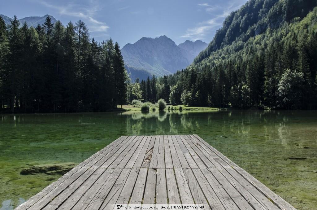 风景木桥青山绿水背景