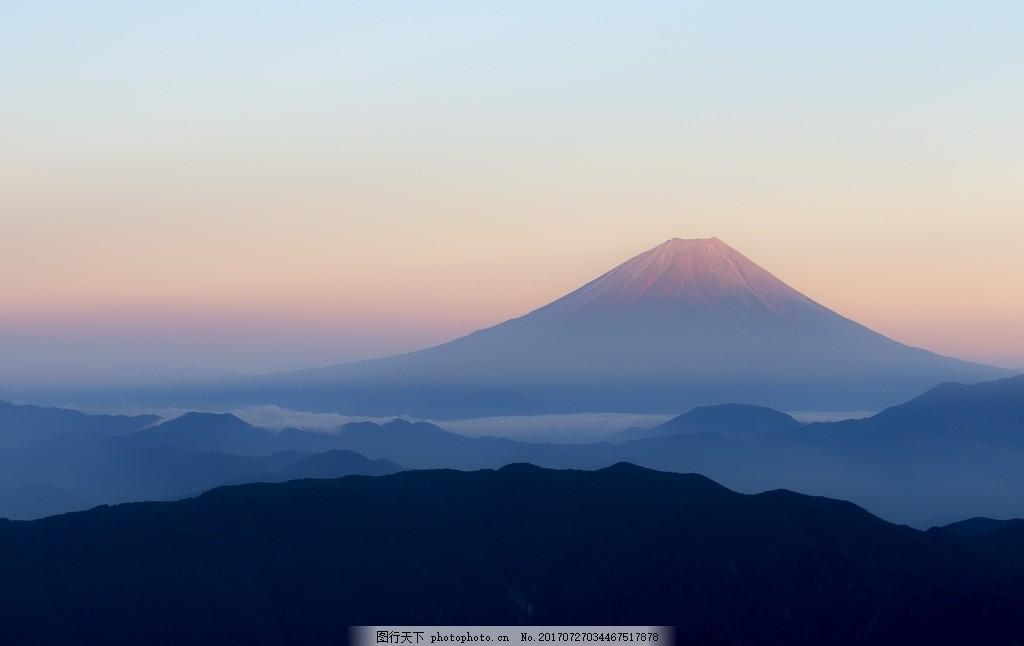 高山远景 山 景深 蓝色 日出 古韵 摄影 自然景观 山水风景 300dpi