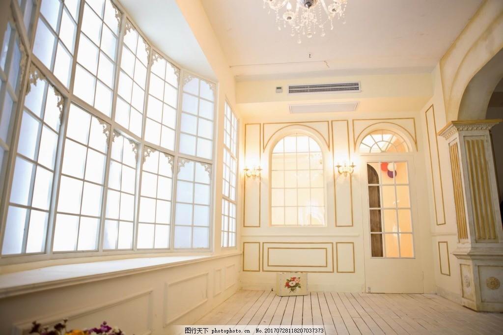 简约大气欧式装修背景 室内装修 阳台 窗格 欧式风格 实木 吊灯