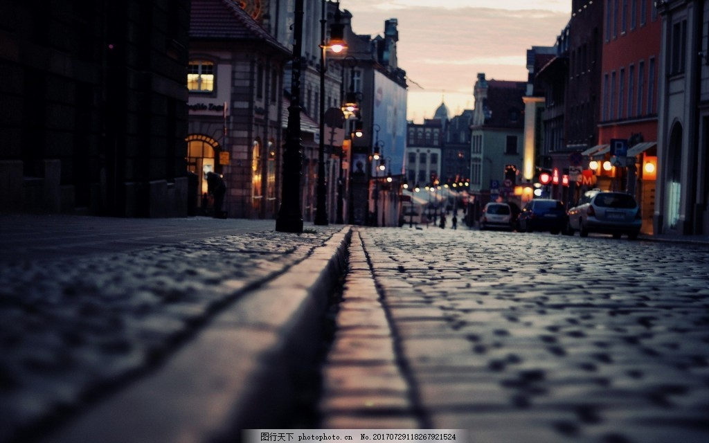 现代时尚城市街景背景 复古 老城 现代感 青石道路 灯笼 夜晚