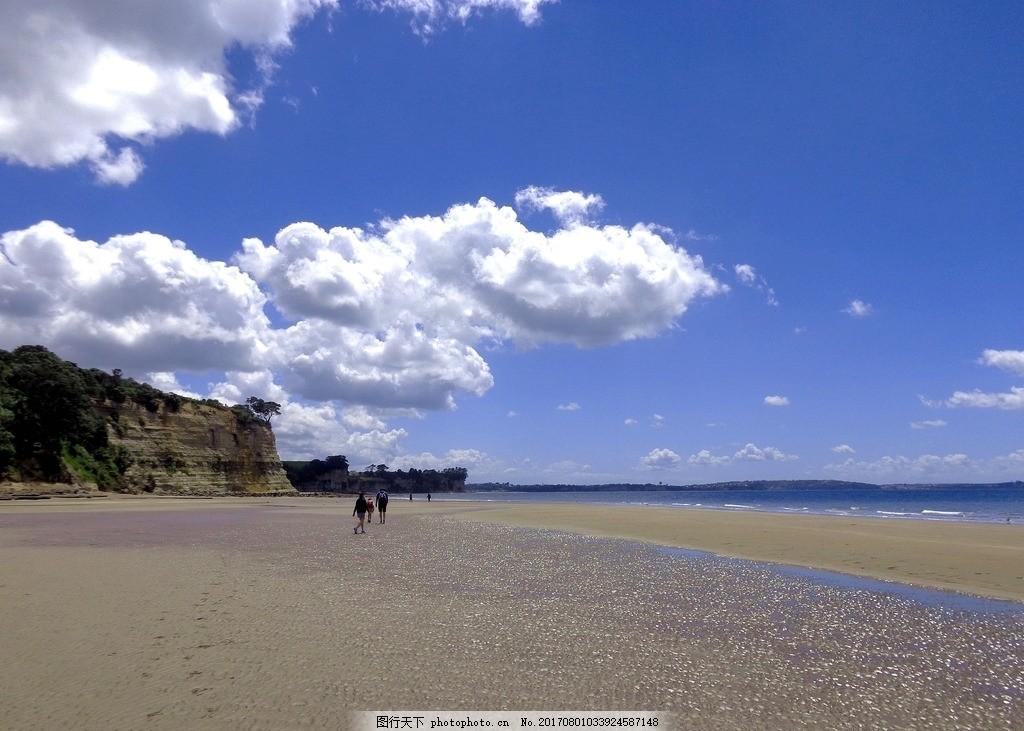 新西兰海滨风景 天空 蓝天 白云 远山 大海 海水 海滩 游人