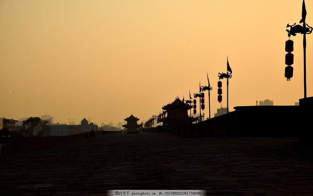 黄昏中的西安城墙
